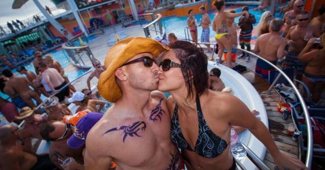 Nude cruise at hedo gallery date voyeur