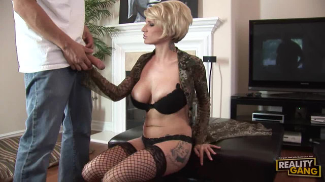 Kinky monroe valentino has smoking hot threesome with two