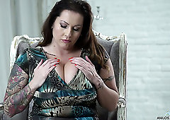 Bbw dutch laura mature enormous tits