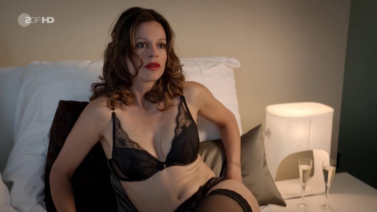 Suzan anbeh nude