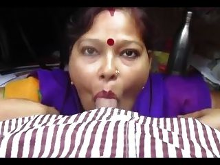 Desi aunty handjob and cumshot